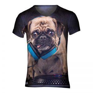 shirt met een hond die achter de draaitafel staat