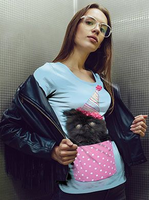 verjaardagsshirt voor iedere jarige jop die van katten houd. de kat komt uit het roze doosje